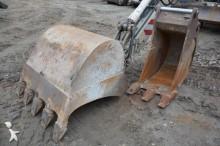 escavadora sobre pneus usada