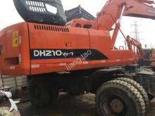 escavatore gommato Doosan