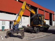 escavadora sobre pneus JCB