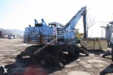escavadora sobre pneus Fuchs