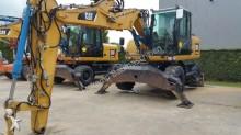escavadora sobre pneus Caterpillar