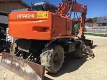 pelle sur pneus Hitachi