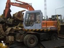 escavadora sobre pneus Hitachi