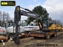 escavadora sobre pneus Volvo