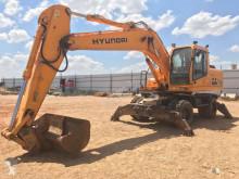 escavatore gommato Hyundai