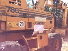 escavatore gommato Case