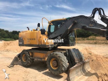 excavator pe roti Volvo