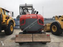escavadora sobre pneus Neuson