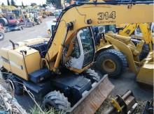 escavatore gommato usato