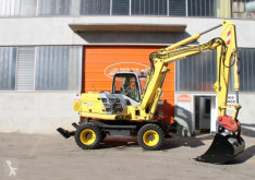Voir les photos Pelle New Holland MH3.6