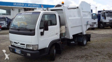 camion raccolta rifiuti Nissan