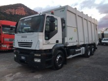 camión volquete para residuos domésticos Iveco