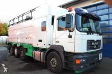camión limpia fosas MAN