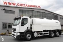camión limpia fosas Volvo