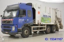 camion de colectare a deşeurilor menajere Volvo