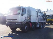 camion cu echipament de spălat străzi Renault