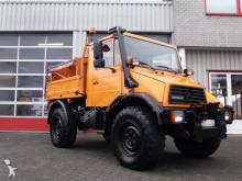 camion cu echipament de măturat străzi Unimog