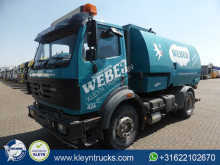 camion cu echipament de măturat străzi Mercedes