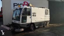 camion cu echipament de măturat străzi Unieco