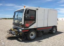 camion cu echipament de măturat străzi Gavia