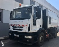 camion cu echipament de măturat străzi Iveco