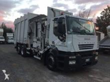 camion de colectare a deşeurilor menajere n/a