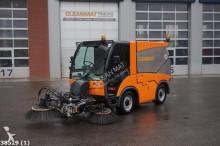 camion cu echipament de măturat străzi Hako