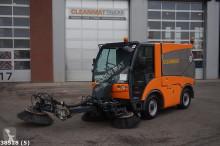 camion cu echipament de măturat străzi second-hand