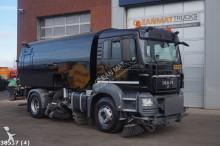 camion cu echipament de măturat străzi MAN