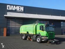 camion cu echipament de măturat străzi Scania
