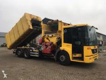 camion de colectare a deşeurilor menajere Mercedes