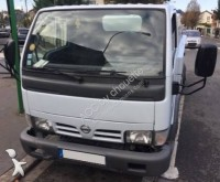 camion-cisternă Nissan