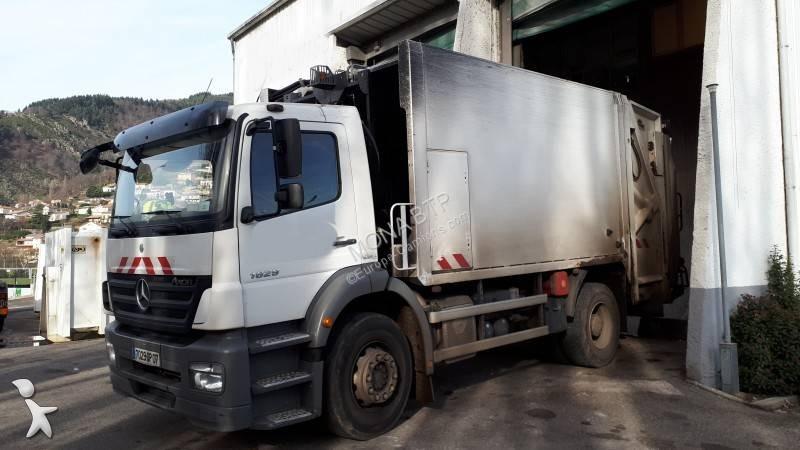 Veículo de limpeza / sanitário de estrada Mercedes