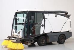 camion cu echipament de măturat străzi Johnston