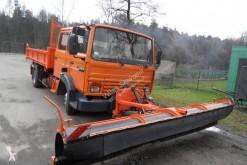 camion cu echipament de împrăştiat sare şi deszăpezire Renault