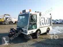 camion balayeuse Moro Cleango