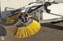 Voir les photos Engin de voirie Ausa BD202HL SWEEPER