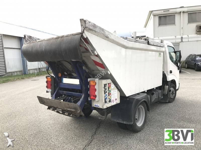 Camion benne ordures m nag res toyota dyna 4x2 gazoil for Une benne a ordure