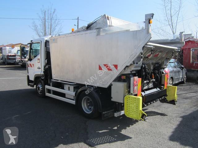 Location camion benne ordures m nag res renault d2 4x2 for Location benne a ordure
