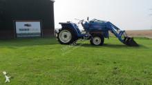 tracteur agricole Iseki TA247 met Voorlader TA247