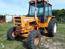 tracteur agricole Renault 652