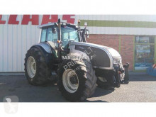 tracteur agricole Valtra