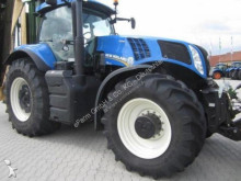 trattore agricolo New Holland T 8.330 AC