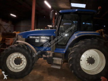 tracteur agricole New Holland 8670