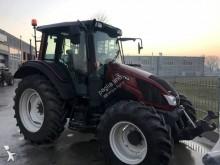 trattore agricolo Valtra