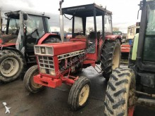 tracteur agricole International 745