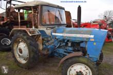 trattore agricolo Ford 2000