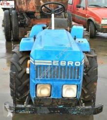 tracteur agricole Ebro 2400 pour pièces détachées