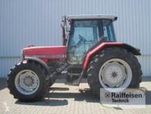 zemědělský traktor Massey Ferguson