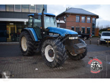 tracteur agricole New Holland 8360 4wd.